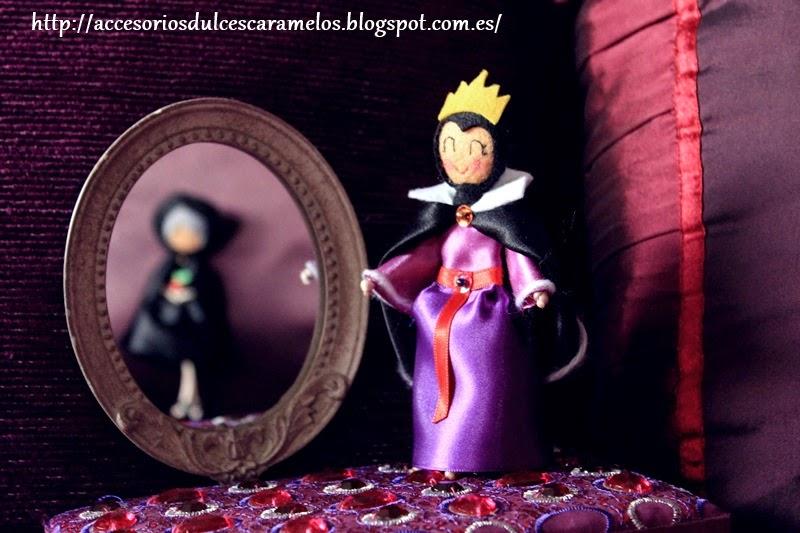 Foto Reina y bruja de blancanieves en fieltro
