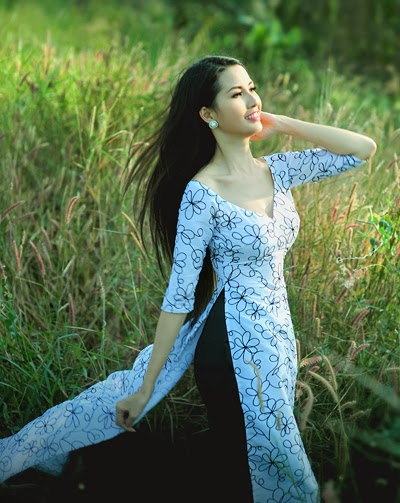 Phan Thi Mo flying robe over grassland