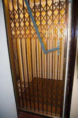 Old electric elevator  පැරණි විදුලි සෝපානය