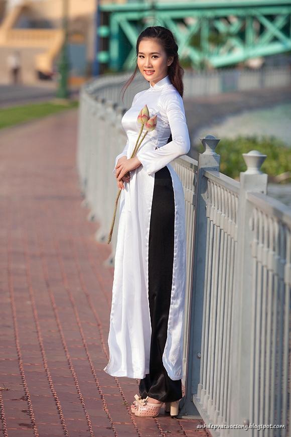 Ảnh nữ sinh duyên dáng với áo dài