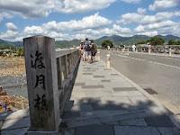 橋を渡ってみたが外国人がほどんどであった。