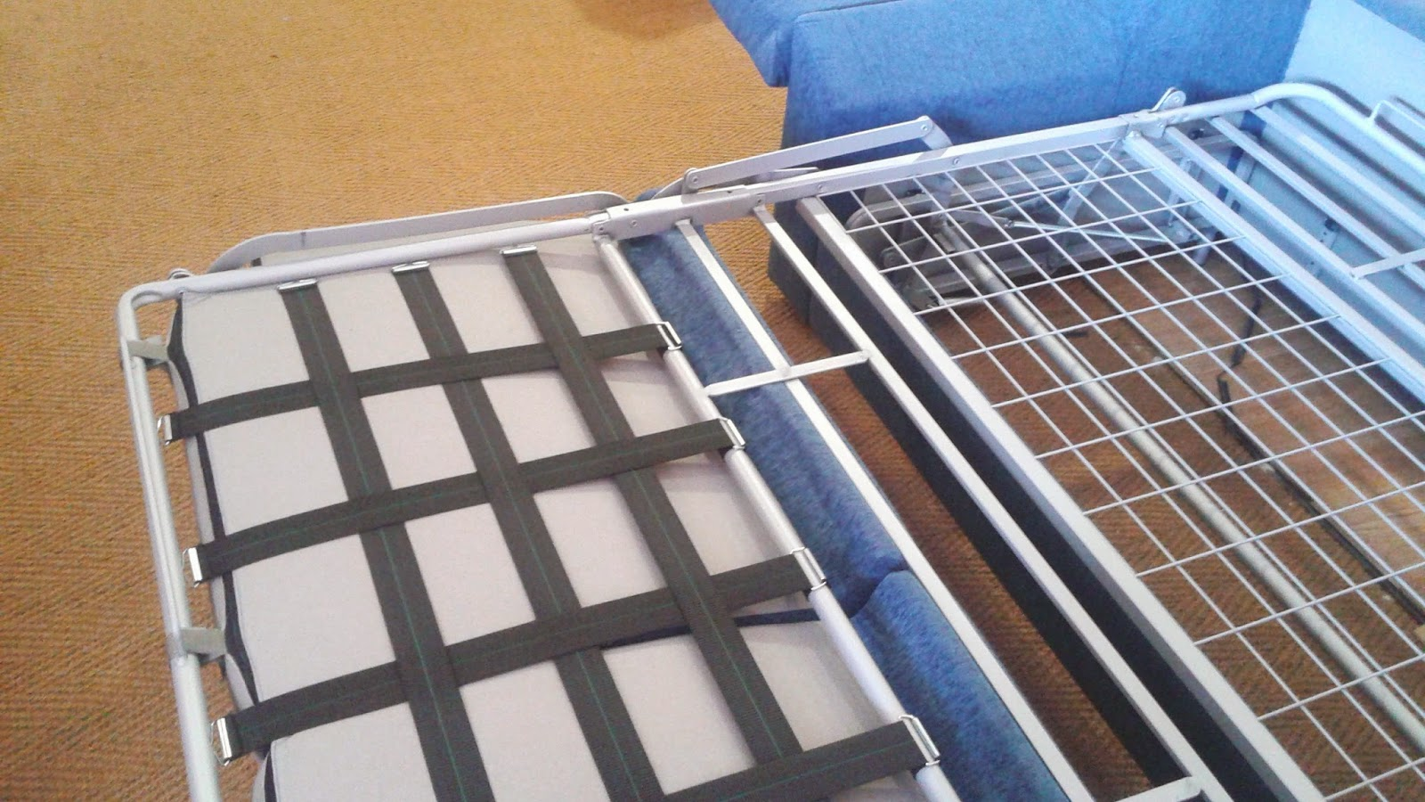Sof s cama el mecanismo italiano tkautiva for Colchon para sofa cama libro