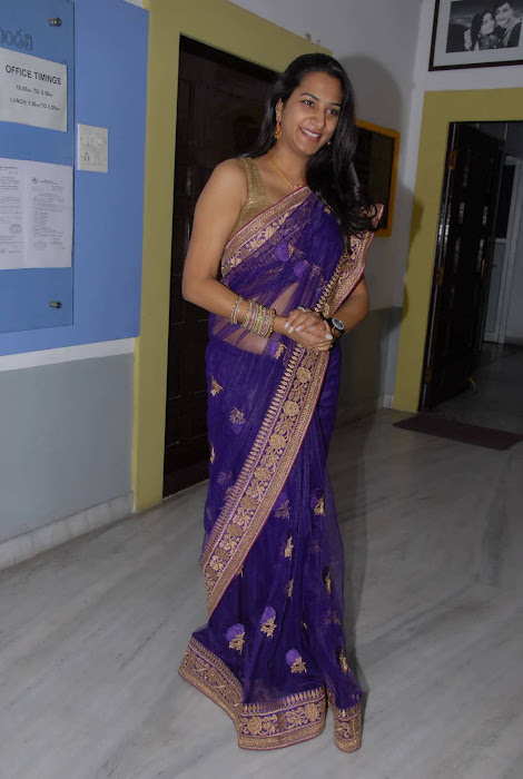 surekha vani spicy half saree actress pics