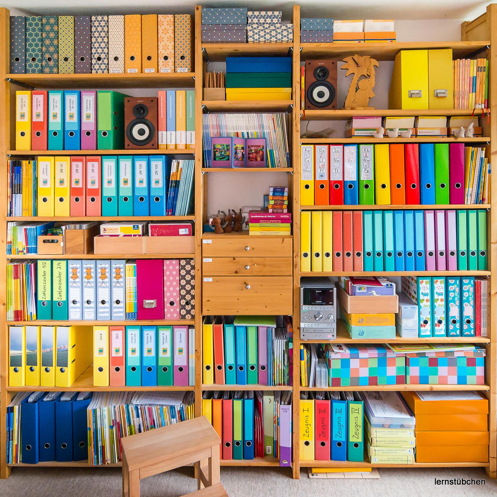 Lernst bchen abheften und in kisten kramen for Schreibtisch grundschule