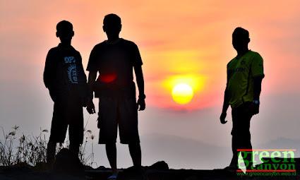panorama pagi di Pantai Timur Pangandaran