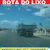 Caminhão espalha lixo pela rodovia BR-304