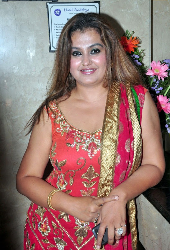 Tamil Old Masala Actress SonaSona Heiden Hot Cleavage Stills hot images