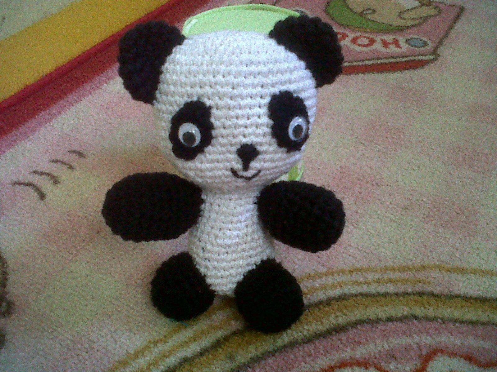 panda soalnya dia paling suka dengan boneka panda ya ya dibuatin deh
