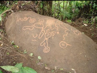 Petroglifo Aya Rumi – Sitios y lugares turísticos de la Amazonia de Ecuador – Lugares Arqueológicos de Ecuador