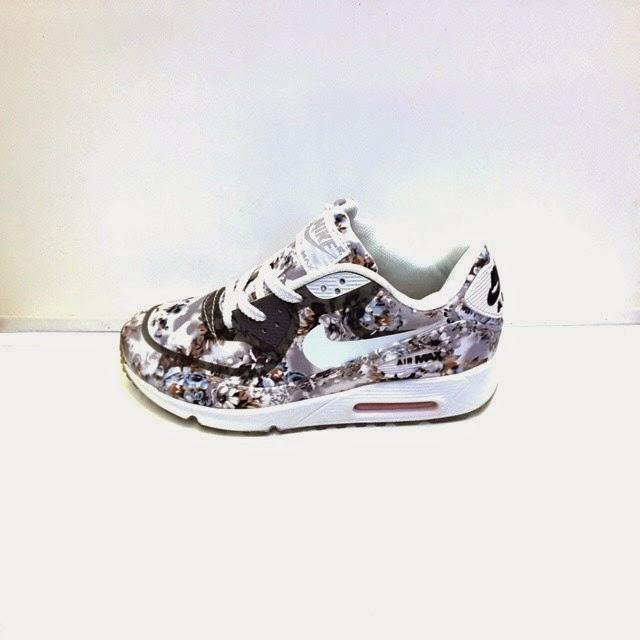 Sepatu Nike Floral Women's Bermotif