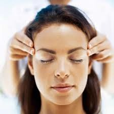 Masaje del cuero cabelludo contra el dolor de cabeza