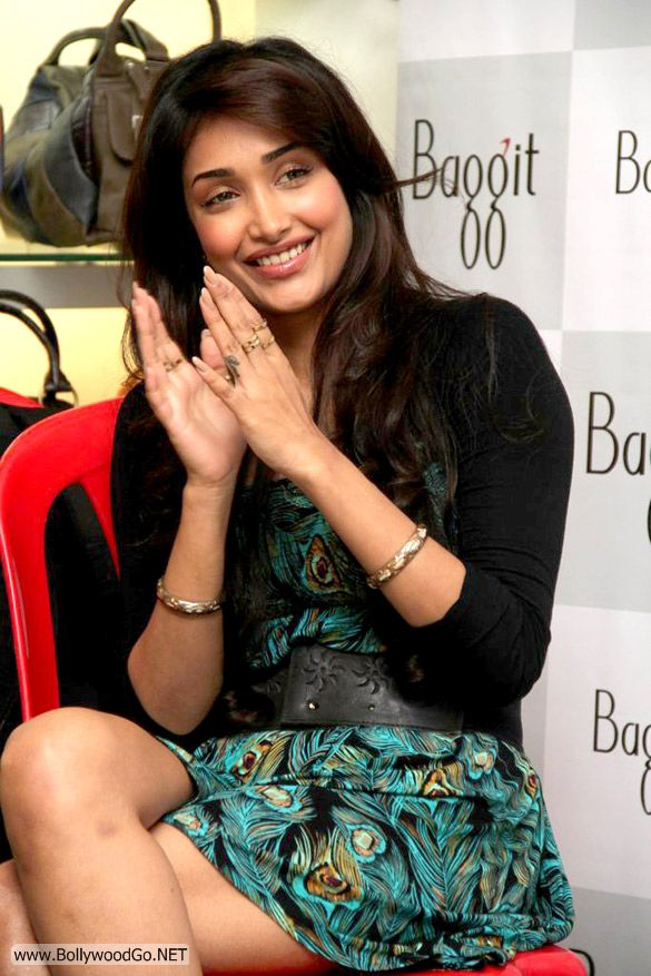 Jiah+khan+-+BollywoodGo+(4)
