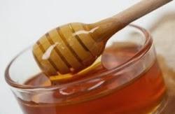 Cara menghilangkan komedo dengan olesan madu
