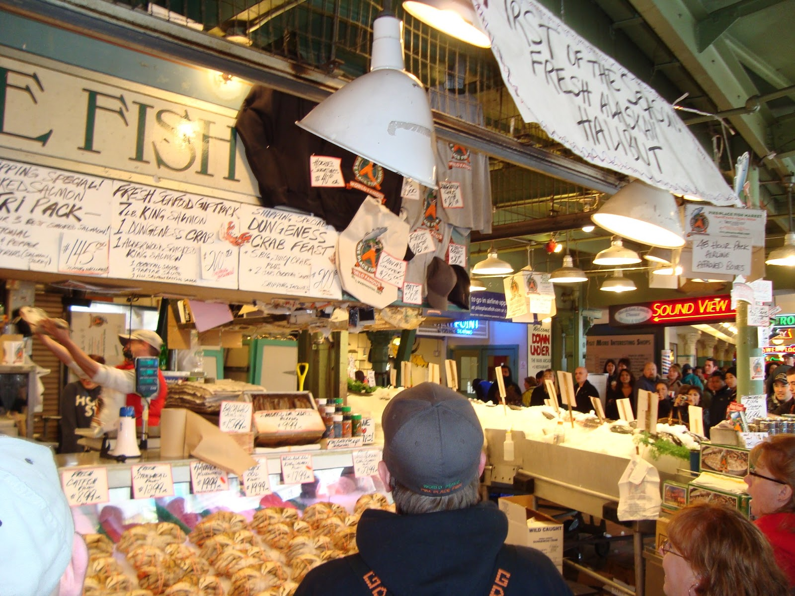 Pike place market this 39 ol af wife her lil 39 ol life for Pikes market fish