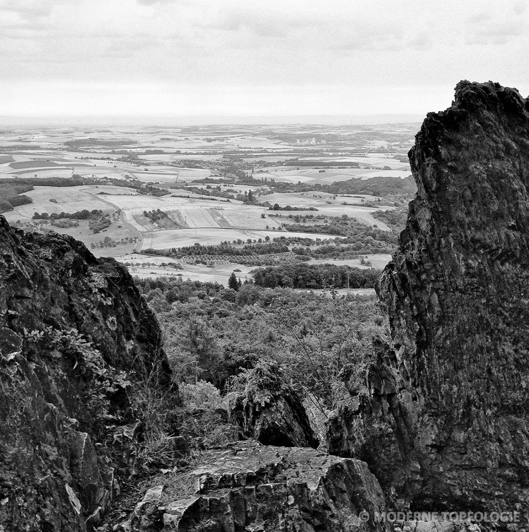 Weitblick: Die Aussicht vom Donnersberg, dem hoechsten Berg der Pfalz, in die Rheinebene
