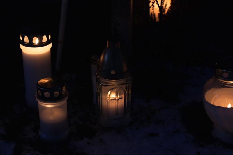 Hautausmaan kynttilät