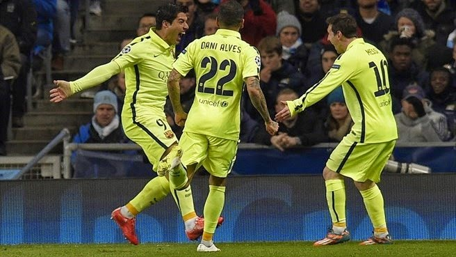 Suarez at the double as Barcelona win at City