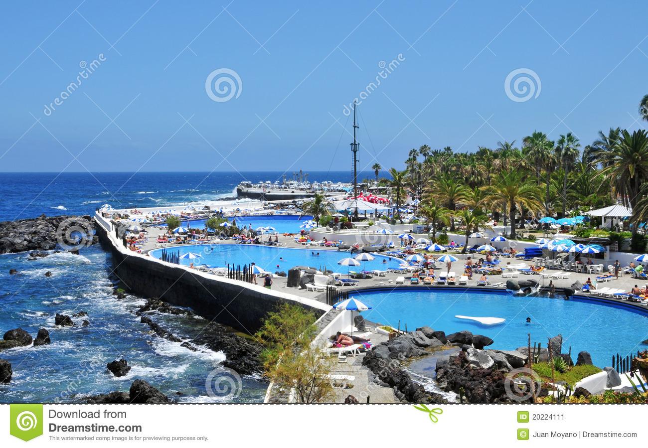 Actualidad sin mordaza lago de la costa martianez en el for Piscinas martianez