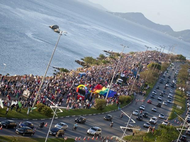 Parada, que atrai turistas de todo o Brasil, reuniu 120 mil pessoas em 2011 (Foto: Divulgação)