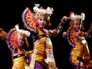 Seni Budaya Tari Indonesia (tari legong Bali)