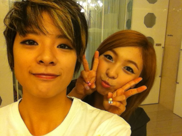 [PICTURE] Amber and Luna Selca Photo Update