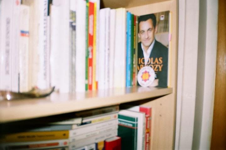 Biblioteca Oliviei Marcov in facultate si azi, cu insigna Balcescu 2006 si papucul de la Misu Roibu