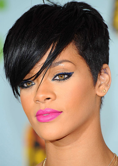 RIHANNA WITH ALOT OF MAKE UP