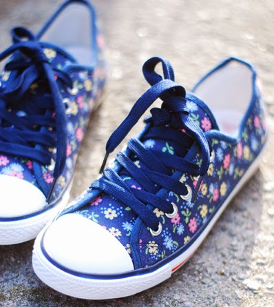 blommiga sneakers Cath Kidston hos countrystyle.se