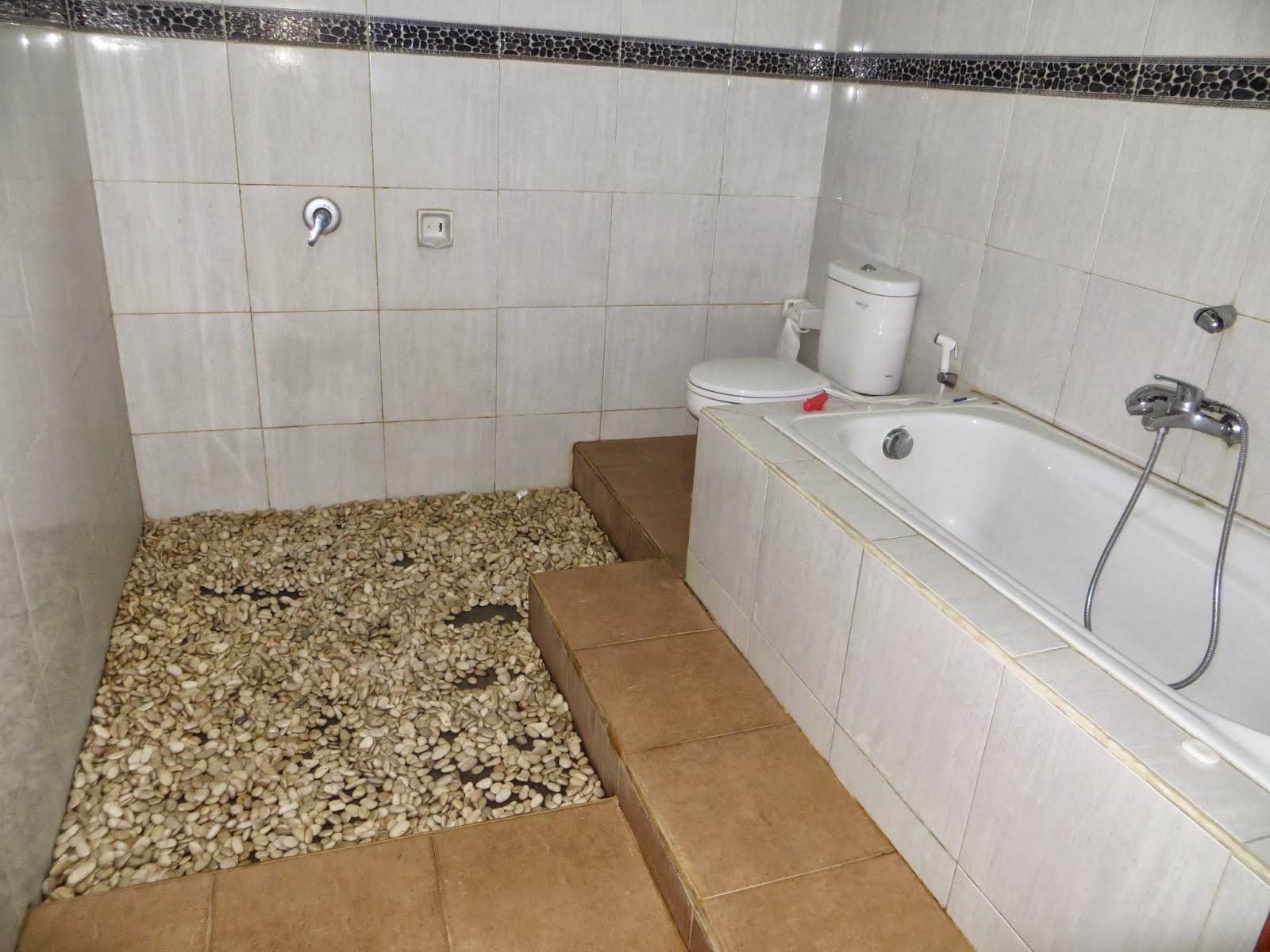 Piastrelle bagno trasparenti con sassi rivestimenti bagno con