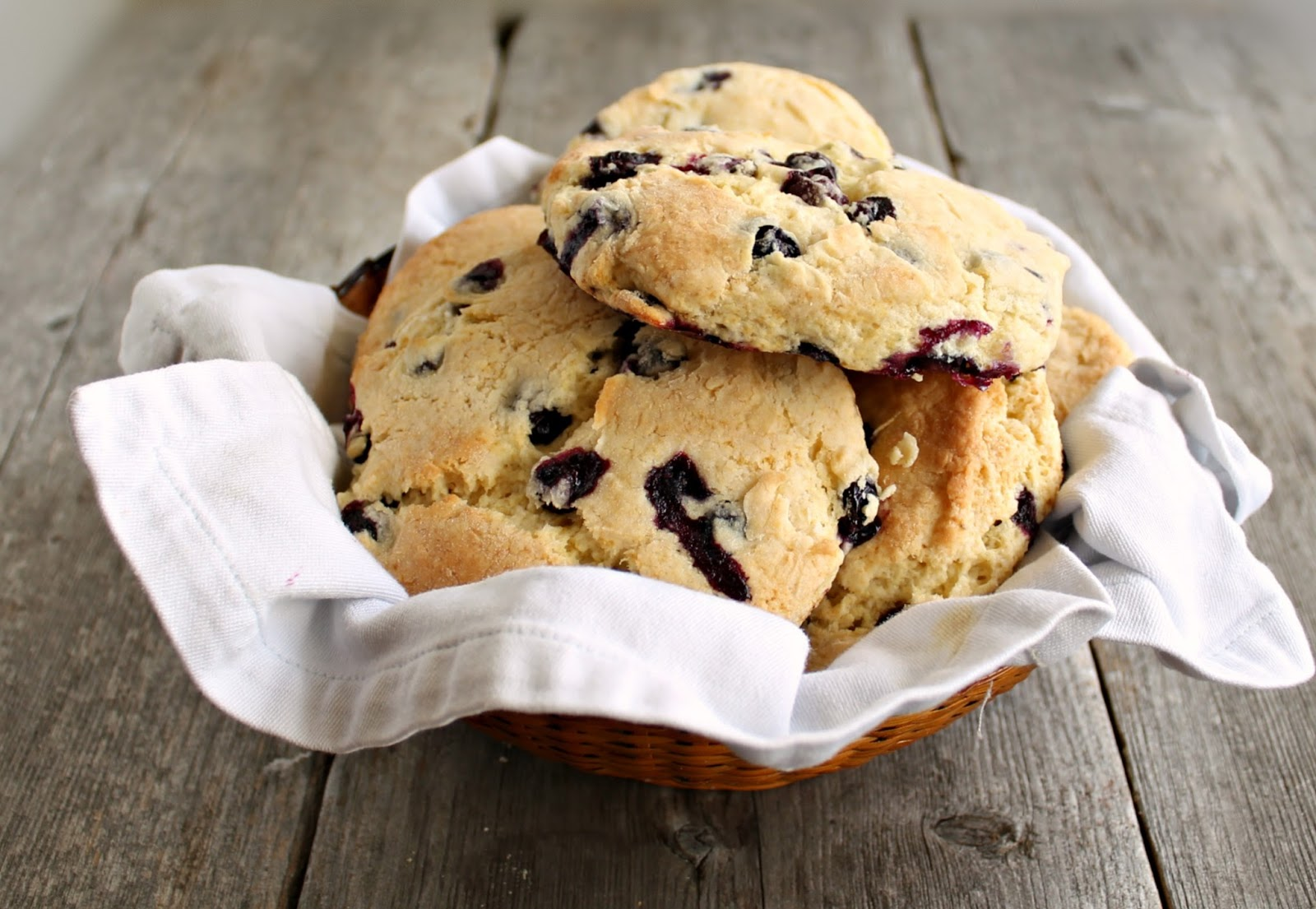 Hungry Couple: Lemon and Blueberry Cornmeal Scones