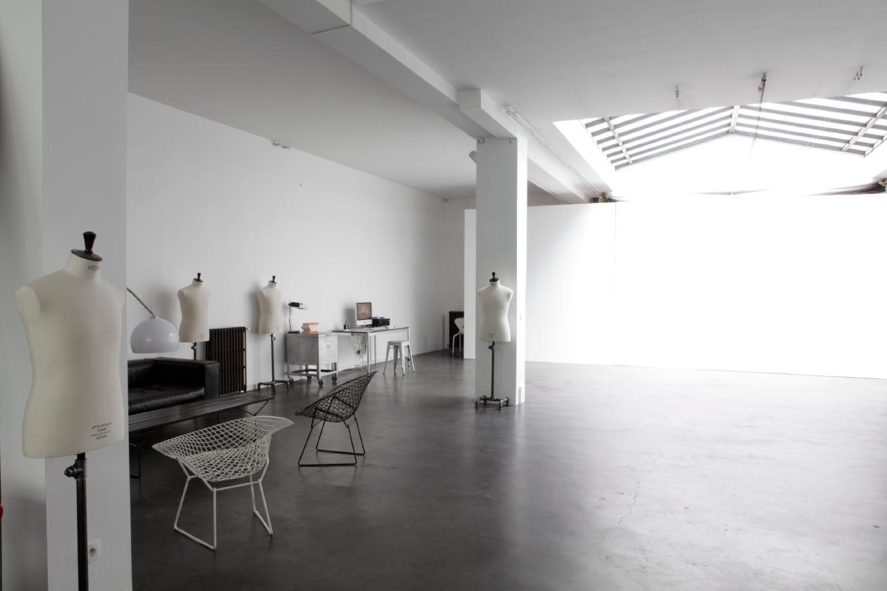 le petit salon le petit oiseau va sortir. Black Bedroom Furniture Sets. Home Design Ideas