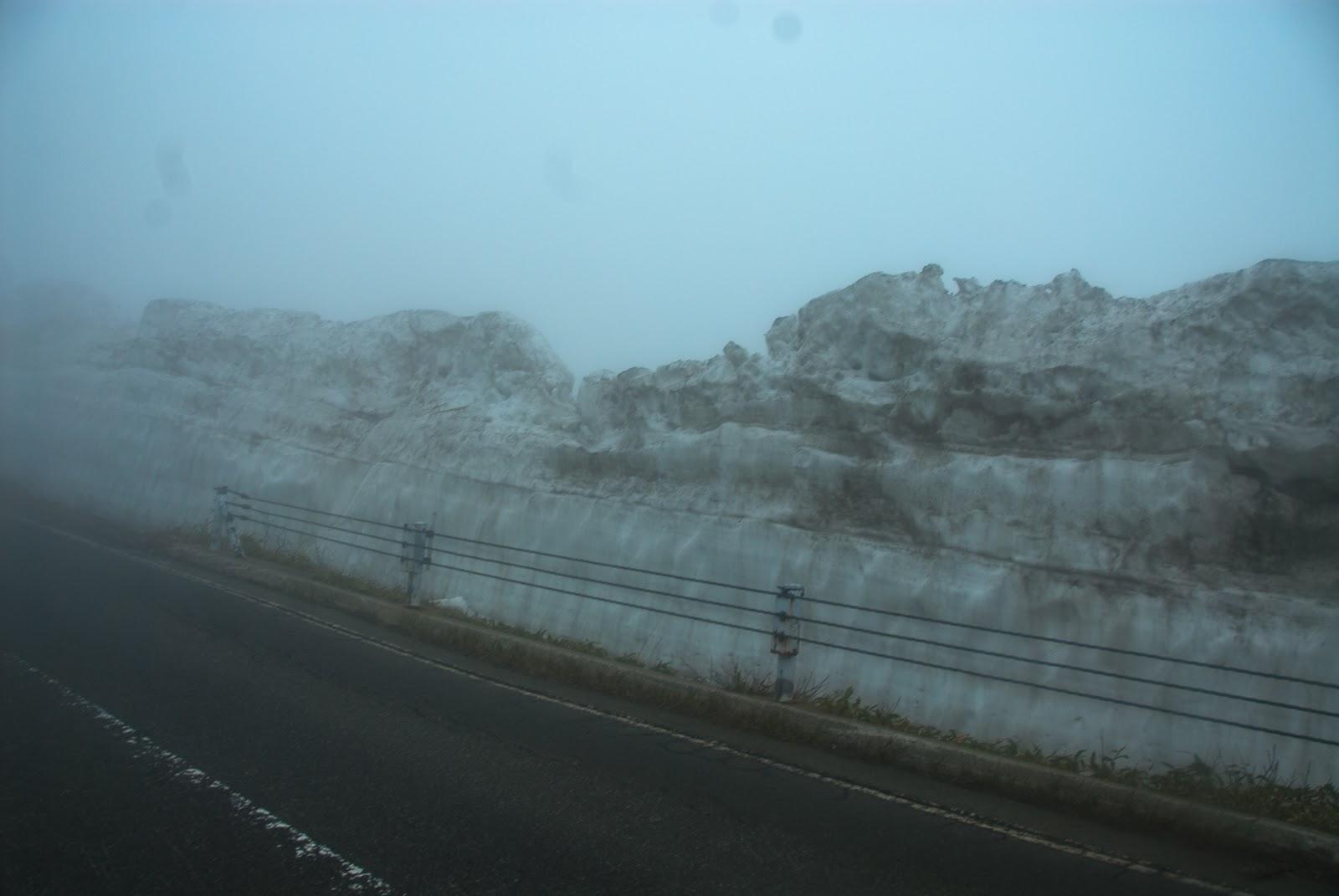 高さこそないものの雪の回廊を発見