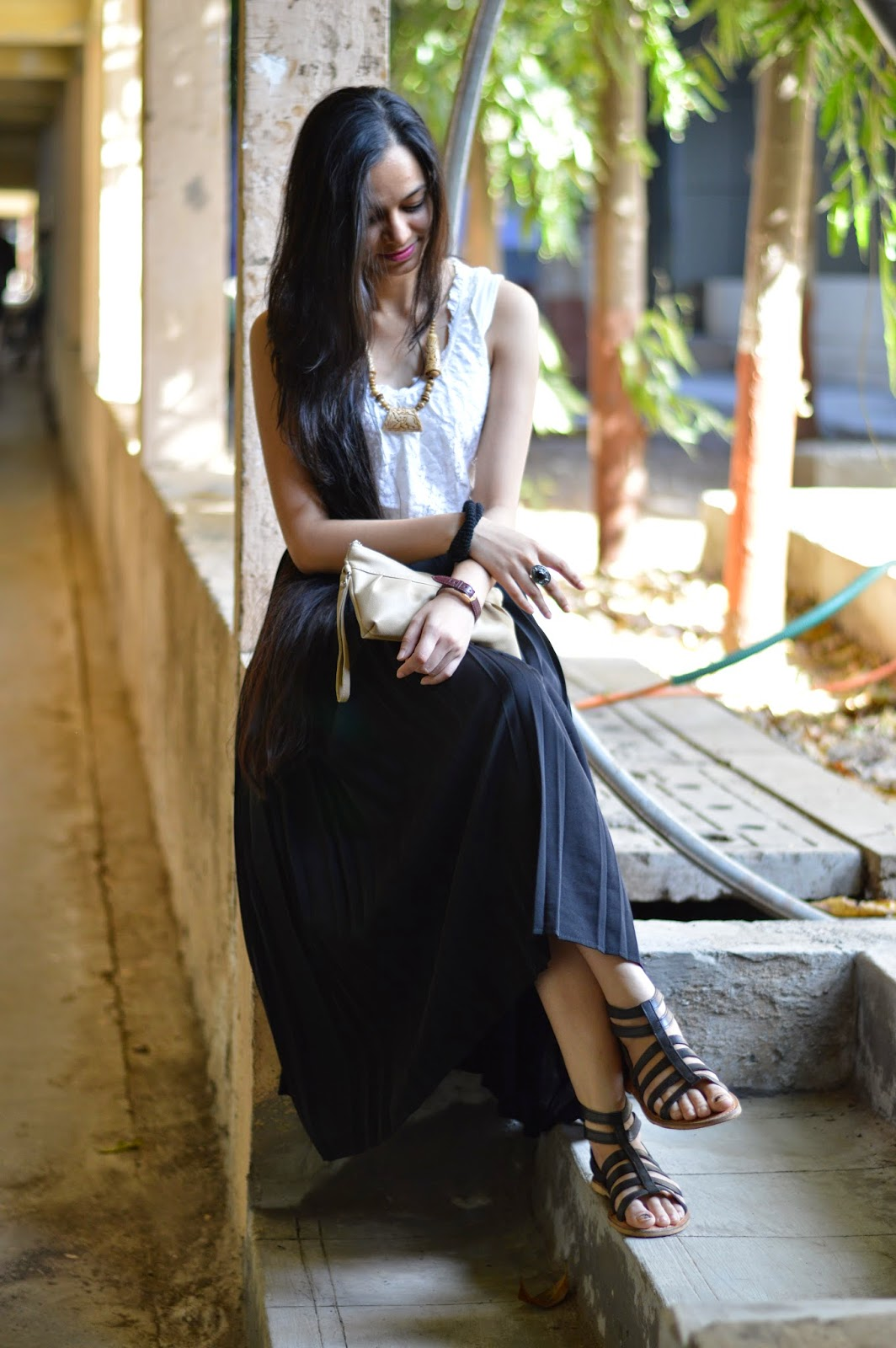 indian blogger, maxi skirt, pleated black maxi skirt, lace vest, statement necklace, pink lipstick, mumbai streetstyle, mumbai fashion blogger, mumbai blogger, fashion for less, streetshopping, looks for less, how to wear a maxi skirt, what to buy in jaipur