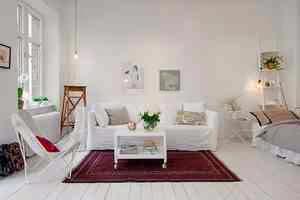 Strefa salonu w skandynawkim małym mieszkaniu