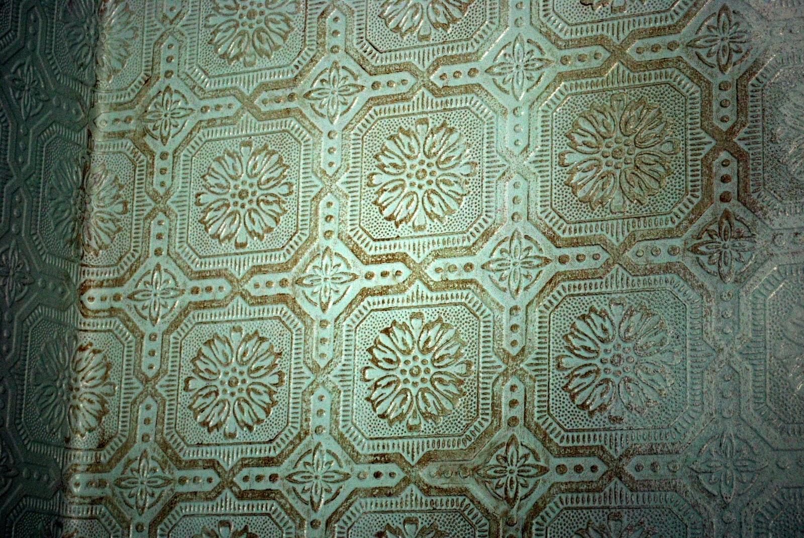 Glazed embossed wallcovering