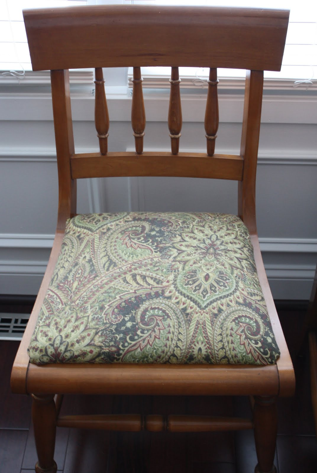 A Simple Kind of Life: How To: Reupholster a Chair