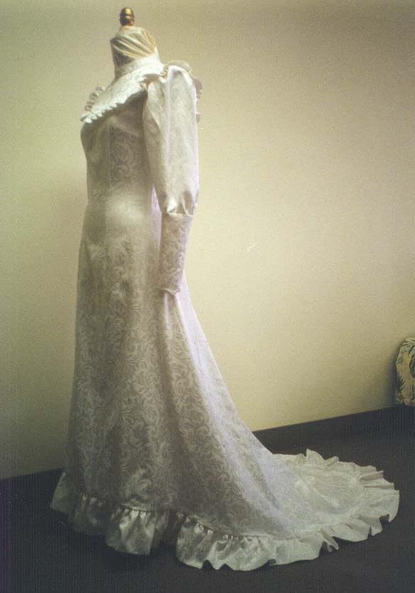 Renaissance Wedding Gowns 44 Great Holoku Hawaiian Traditional Wedding