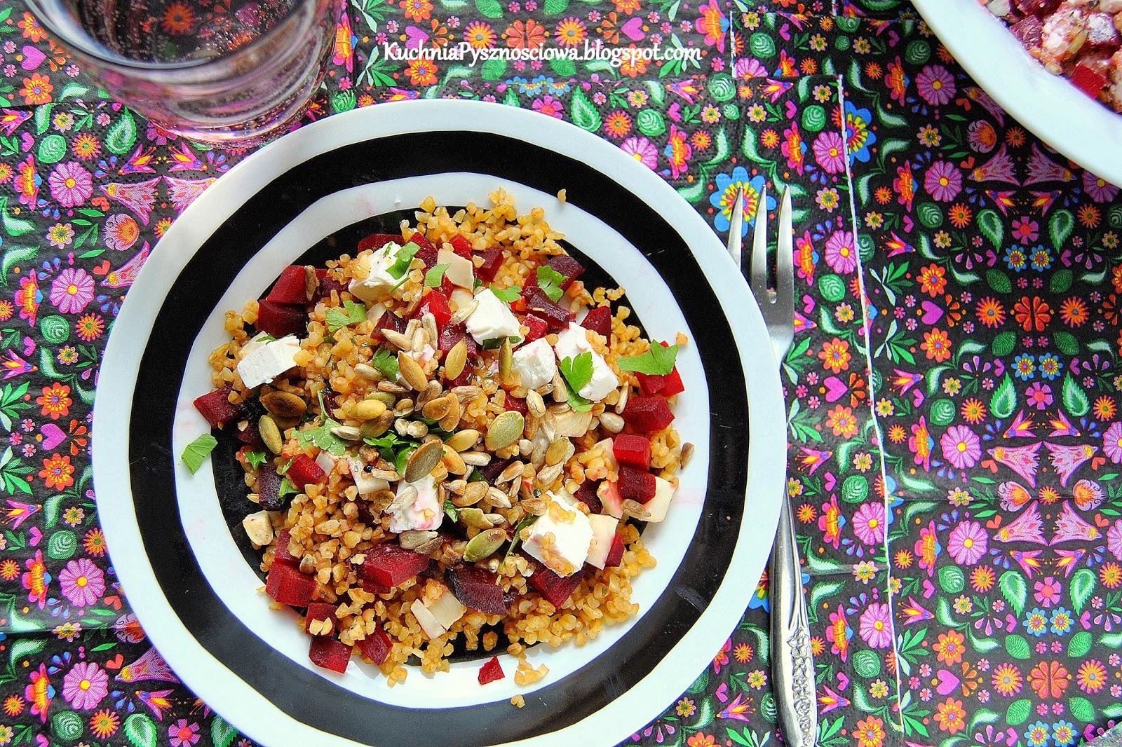 326. Pieczone buraki, ser feta i kasza bulgur w sałatce
