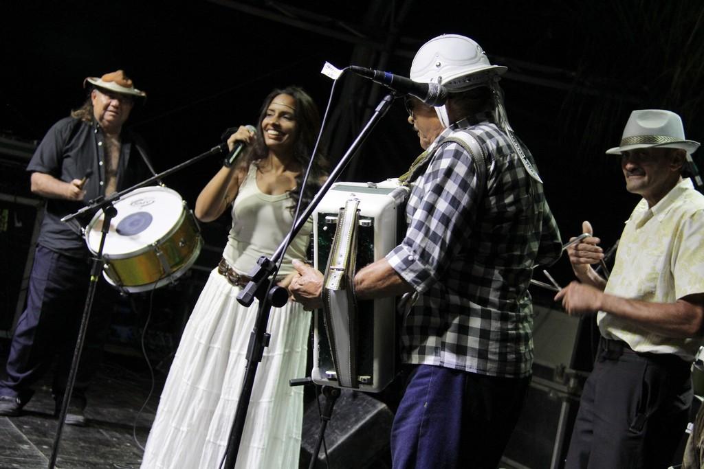 O forró de Zé da Onça e Sua Gente fez o público dançar