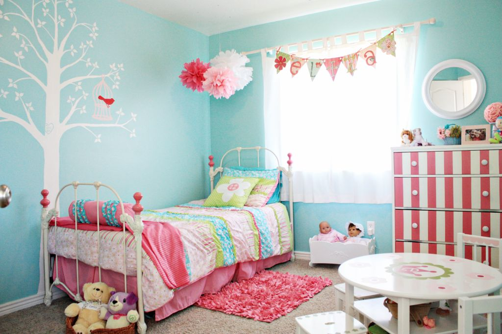 Just what i squeeze in eliza 39 s big girl room - Turquoise and pink bedroom ...