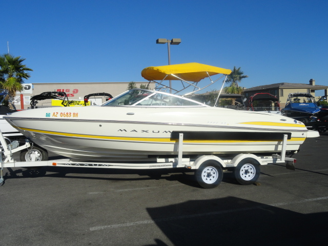 2004 Maxum 2200 SR3! Super clean and loaded with options!