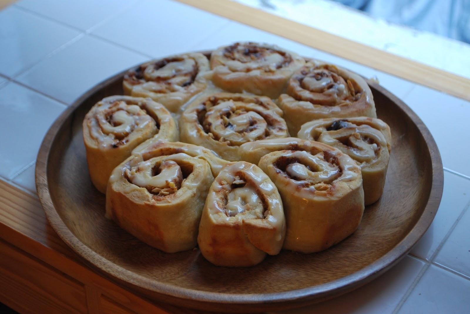 la cuisine de sarah cinnamon rolls fresh from the oven october challenge. Black Bedroom Furniture Sets. Home Design Ideas