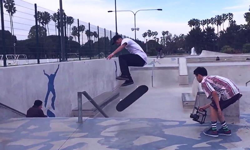Fantastischer Skateboard Trick - Hardflip late Bigspin Flip
