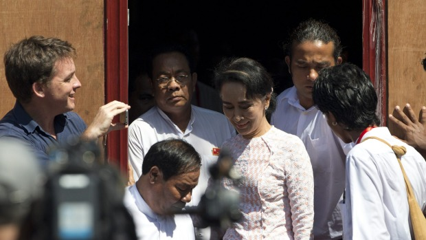 Myanmar election: Landslide victory <br> for  Aung San Suu Kyi's party (NLD) in 2015!