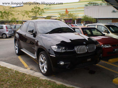 Black colour BMW X6