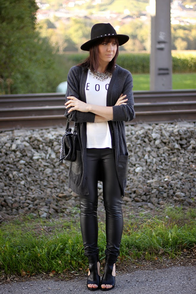 Outfit Lederhose Und Long Cardigan Who Is Mocca