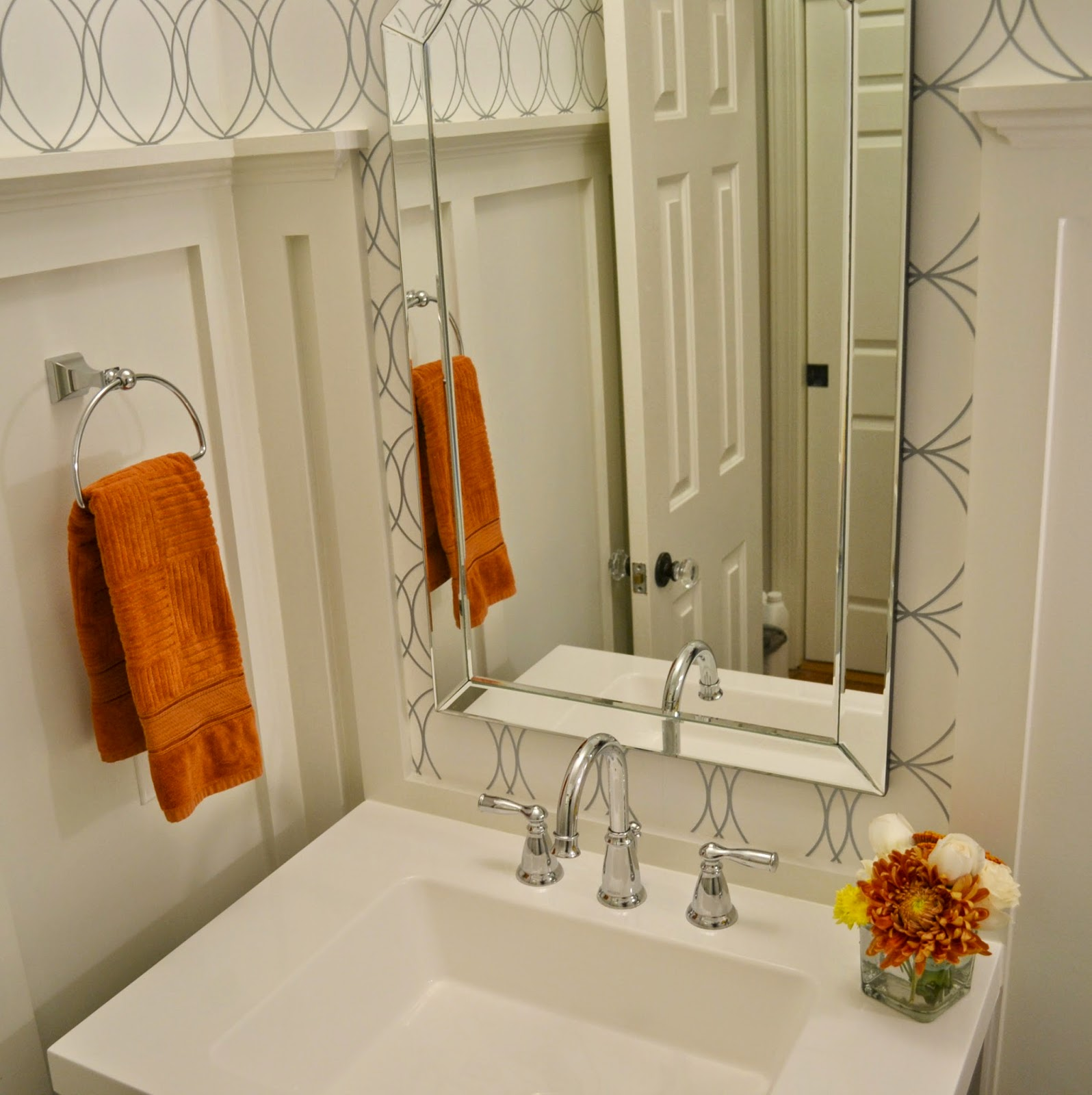 clean-modern-white-powder-bath