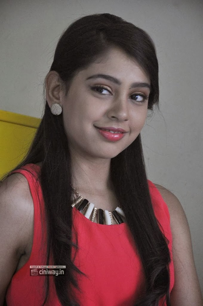 Niti-Taylor-New-Photo-Gallery