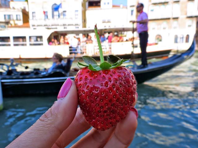 Venice strawberry gondola