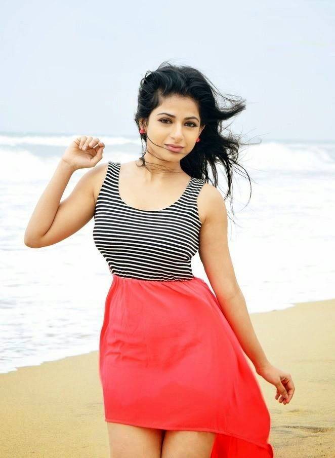 Iswarya menon hot photos